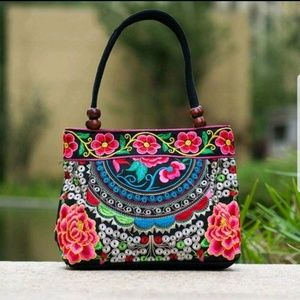 🛍SALE NEW lady's embroidered handbag/ tote